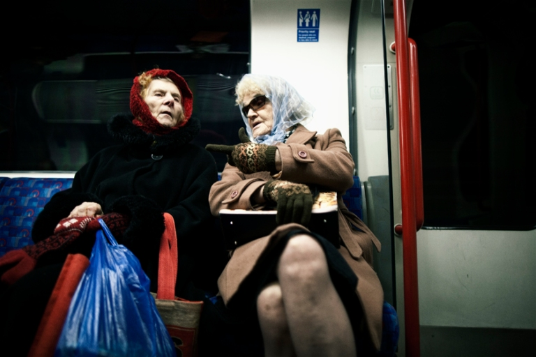 street_photography_london_color_20_old_ladies_underground1