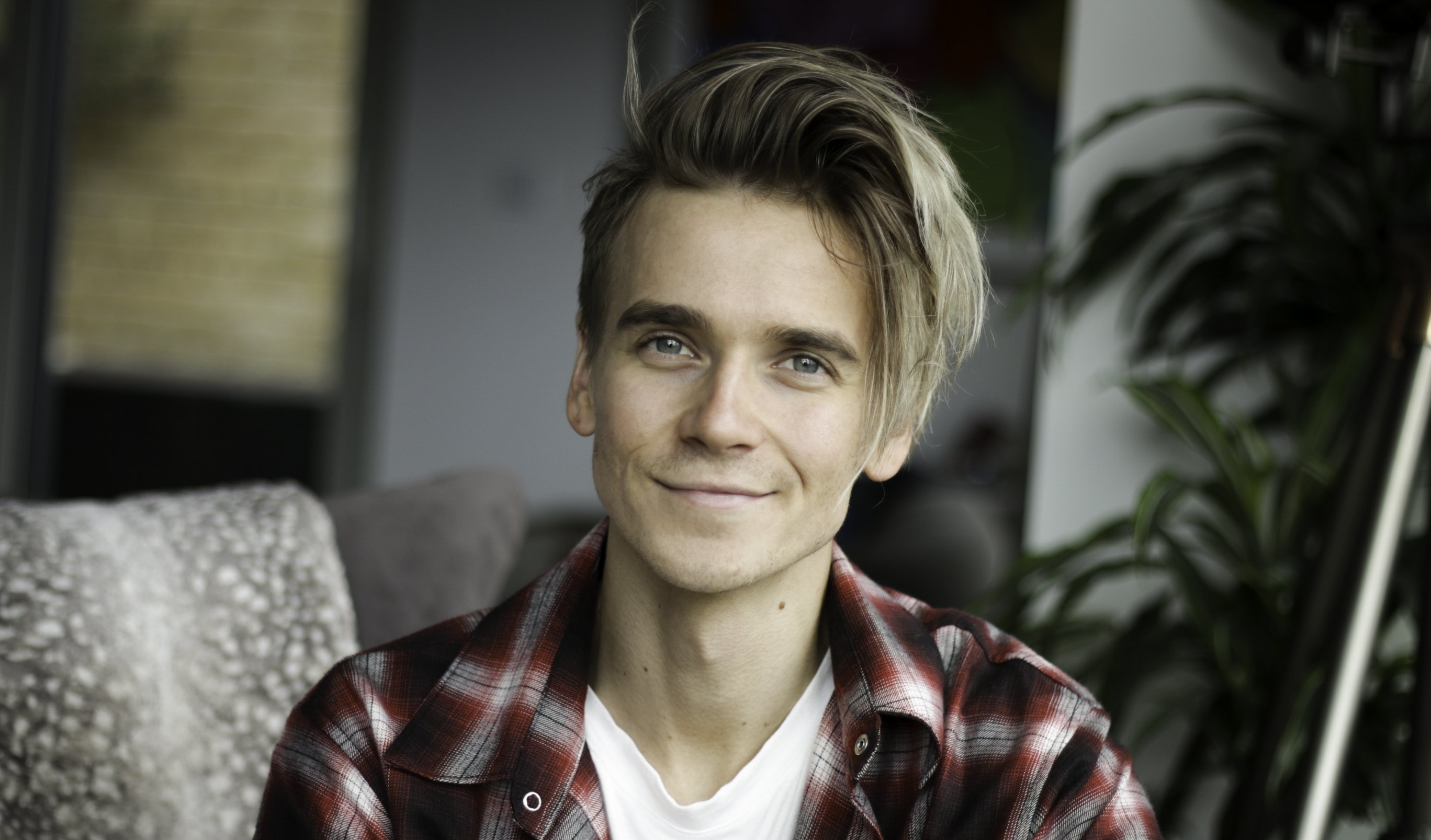 Joe Sugg headshot